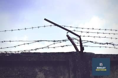 hapishane telleri ve duvarı