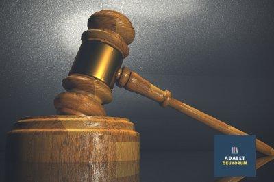 adalet tokmağı ve kürsüsü